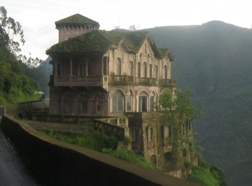 Hotel del Salto Abandonado